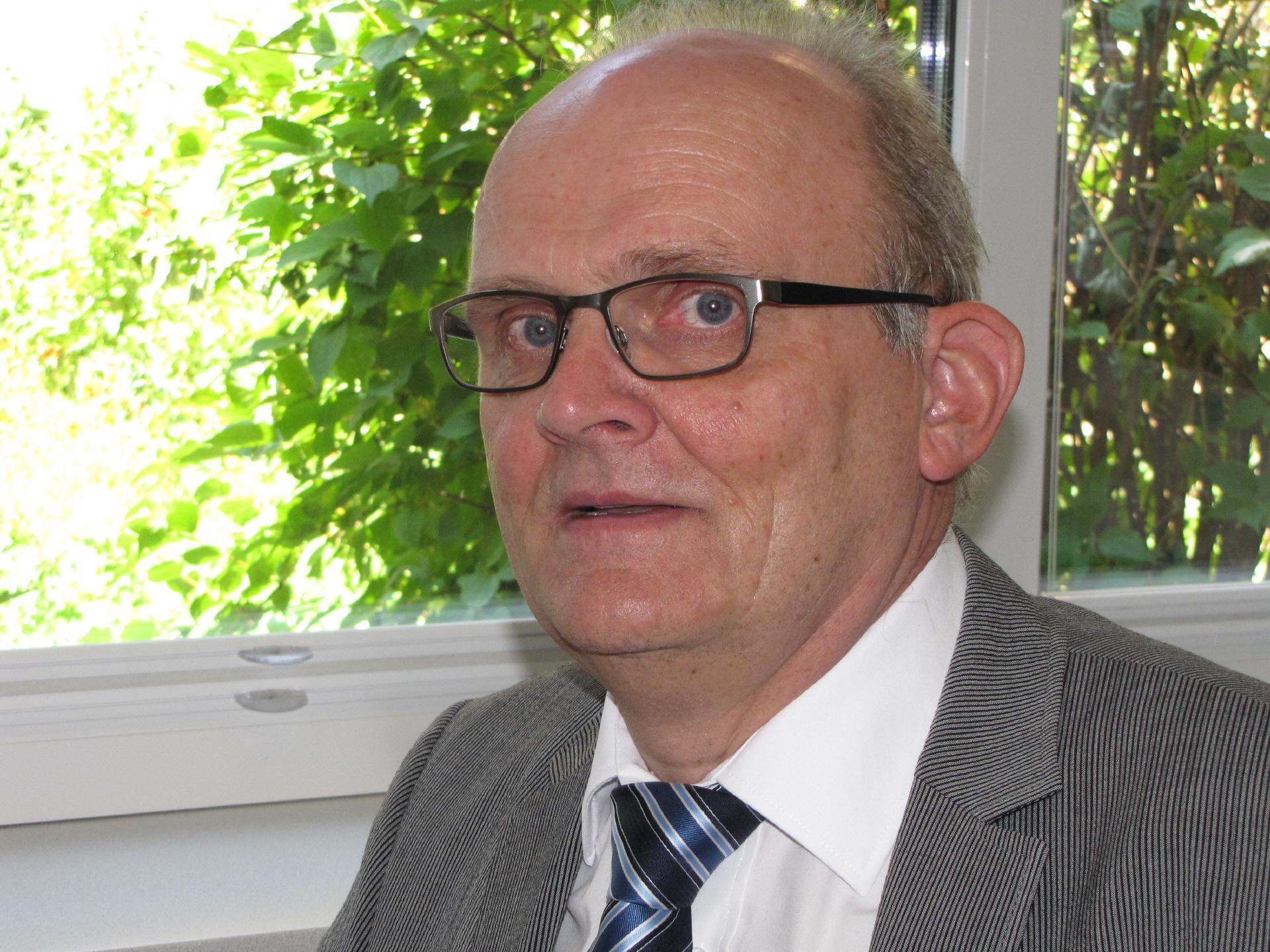 Josef Kalvelage geht nach 23 Jahren als Schulleiter der Oberschule Dinklage mit gymnasialem Zweig jetzt in den Ruhestand. Foto: Röttgers