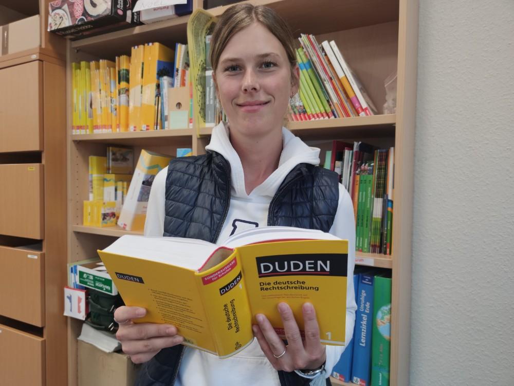 Melina Henning ist als Integrationshelferin neu an der Oberschule. Foto: Röttgers
